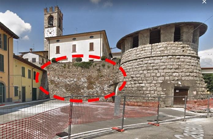 La zona di piazza Montebello di Rovato prima del crollo
