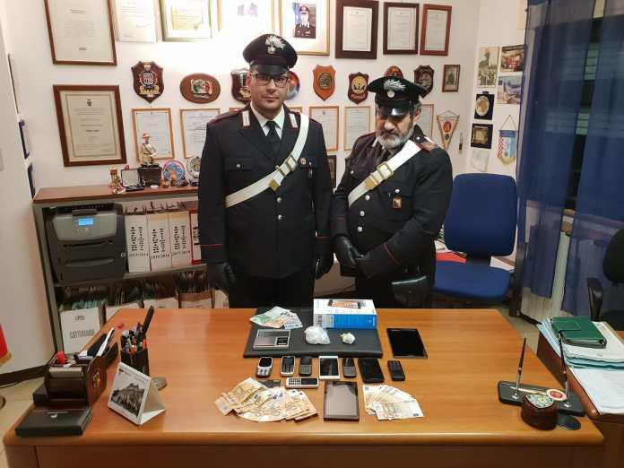 I Carabinieri di Palazzolo con il materiale sequestrato ai due marocchini - foto da ufficio stampa