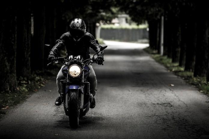 Motociclista - foto generica