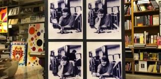 La mostra con le immagini di Fabrizio De Andrè scattate da Rolando Giambelli alla libreria Tarantola di Brescia