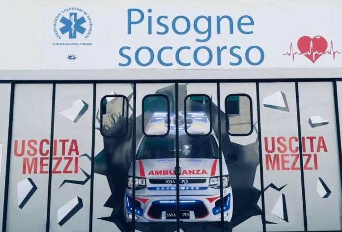 Il murales dipinto sul garage dell'associazione SMA di Pisogne - foto da facebook