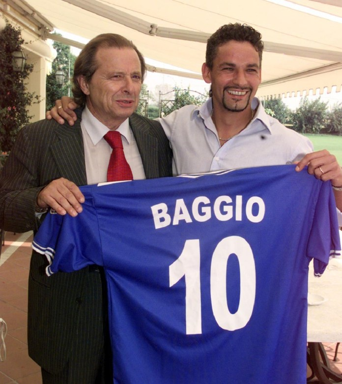 BRESCIA 14-9-2000 ROBERTO BAGGIO CON IL PRESIDENTE CORIONI MOSTRA LA NUOVA MAGLIA. FOTOLIVE FELICE CALABRO'