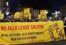 I militanti di Diritti per tutti duranrte una manifestazione contro la legge Salvini