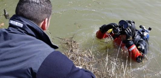 Intervento di un sommozzatore dei Vigili del fuoco in acqua - Ph Fotolive/Richard Morgano