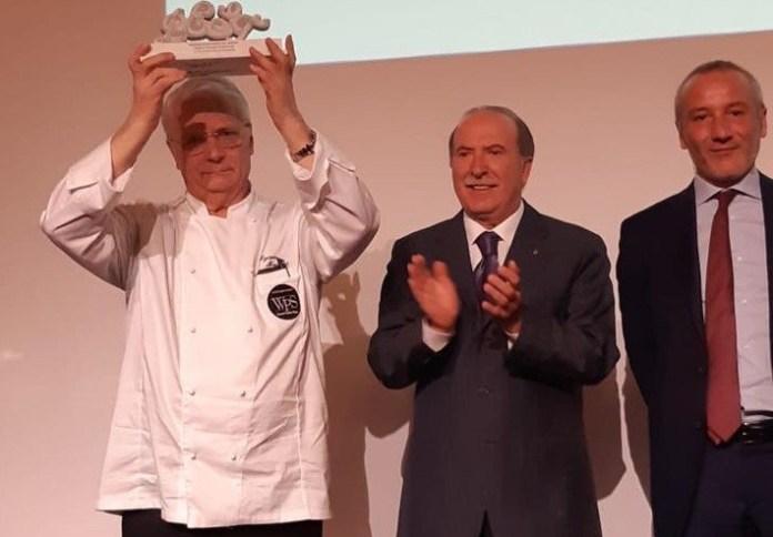 Iginio Massari premiato al WPS 2019 - Foto da pagina Facebook WPS