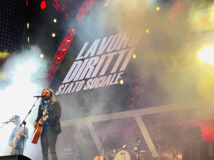 Omar Pedrini sul palco del concertone del Primo Maggio