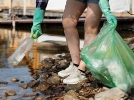 Raccolta dei rifiuti - plastica - foto generica