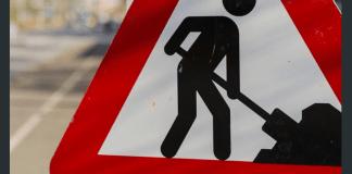 cartello stradale dei lavori in corso