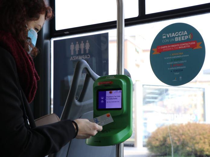 Obliteratrici contactless sugli autobus di Brescia - foto da Gruppo Brescia Mobilità