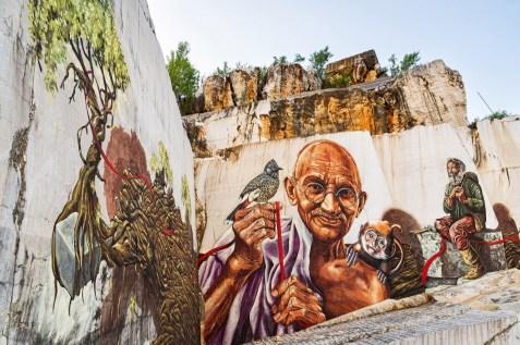 Murale dedicato a Gandhi per i 25 anni di Lombarda Marmi, foto da ufficio stampa