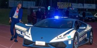 Jacobs a bordo di una Lamborghini della Polizia di Stato