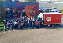 Il furgone donato all'associazione - foto Cibo per tutti