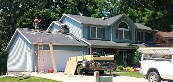 picture of a blue home that brightside restoration general contractor in medina ohio did a roof and other home projects to