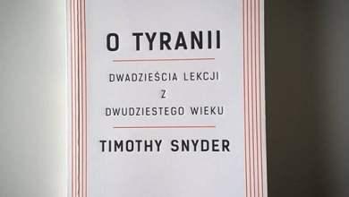 Photo of Timothy Snyder na teledysku polskiego ra…