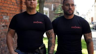 """Photo of Nowy sort koszulek """"Jebać Kapusi"""" dostęp…"""