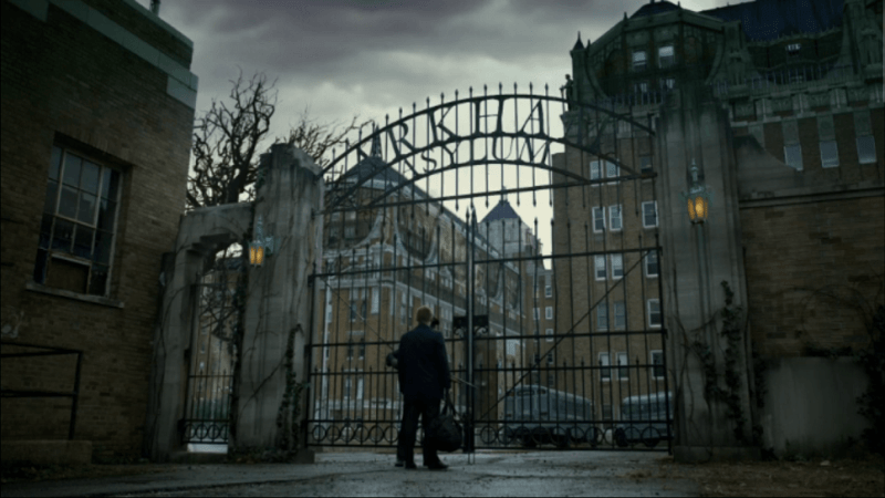 Gotham-Bruce-arrives-at-Arkham-Asylum