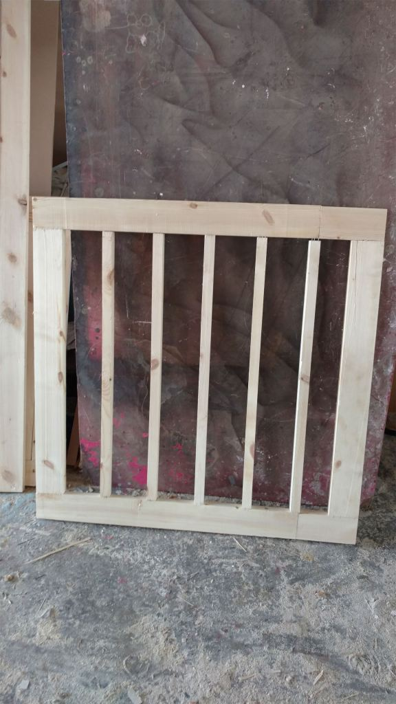 الهيكل الخشبي لأرضية الاستديو