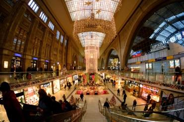 Bahnhof in der Vorweihnachtszeit, Leipzig