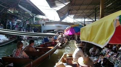 タイ王国水上マーケットの風景