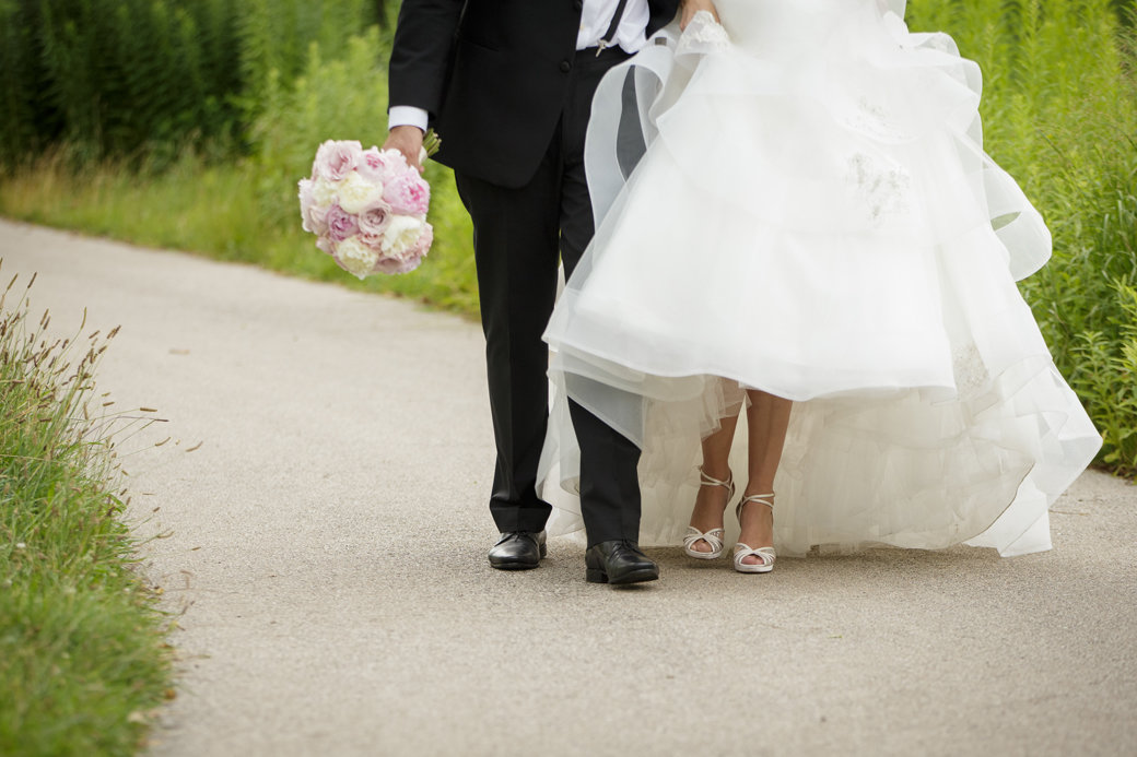 Wedding Photos   Jimmy Choo Bridal Shoes   Monique Lhuillier Bridal Gown   Cafe Brauer   Chicago Wedding   Bubbly Moments