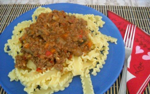 Retete Culinare - Paste cu sos ragu si ciuperci
