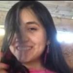 Morena peituda batendo siririca em vídeo caseiro