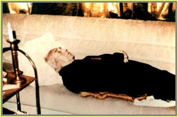 Trupul neînsufleţit al lui Horia Sima, în casa dr, Păunescu din Untermeitingen, Germani, a doua zi după deces.