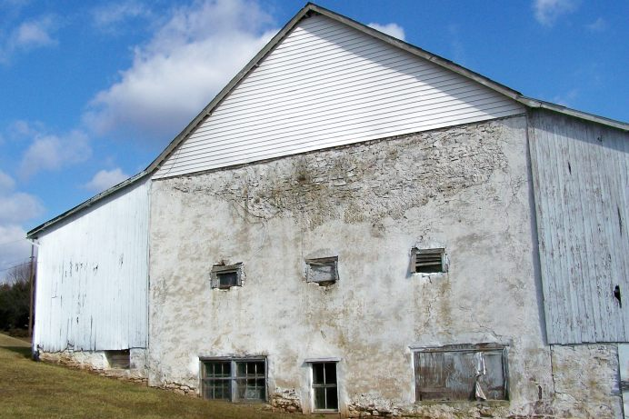 Barn at Maximuck's Farm; photo by Lynne Goldman