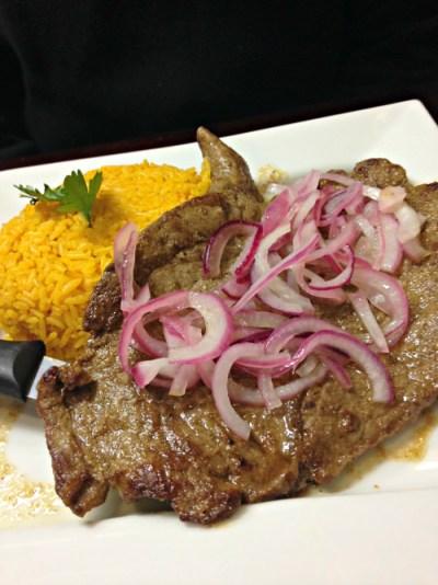 Ma's Kitchen bistec encebollado