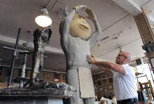 Cottrill statue celebrates Buckeye mascot Brutus
