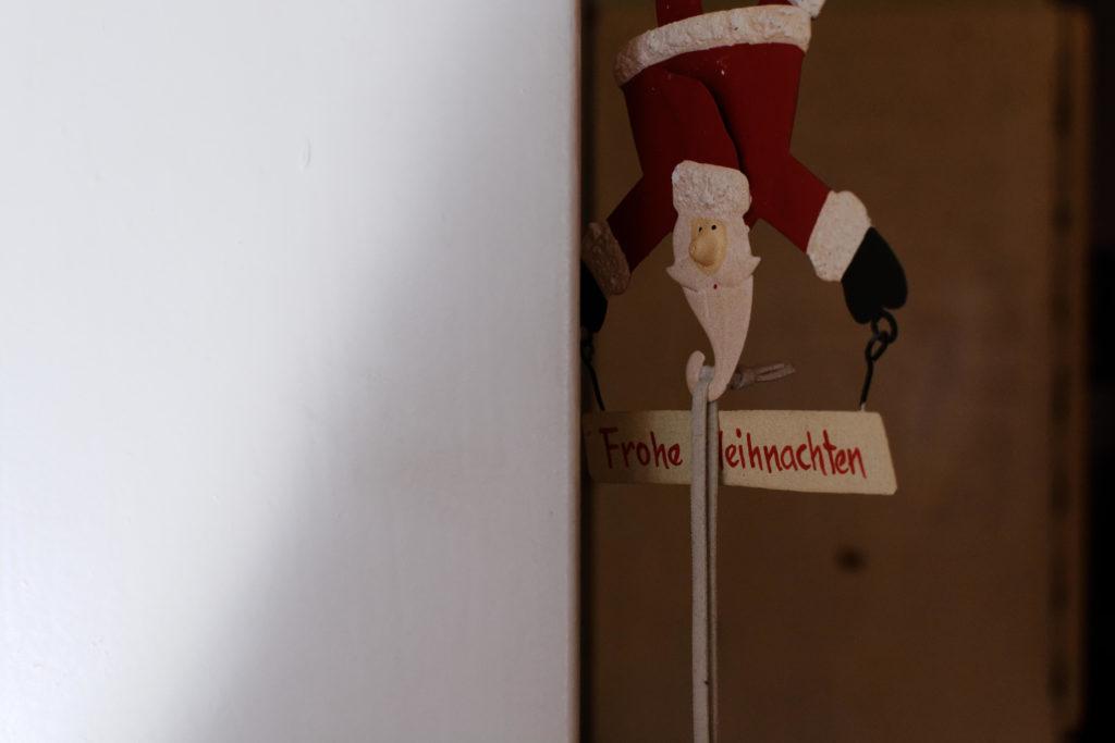 Ein Deko-Weihnachtsmann
