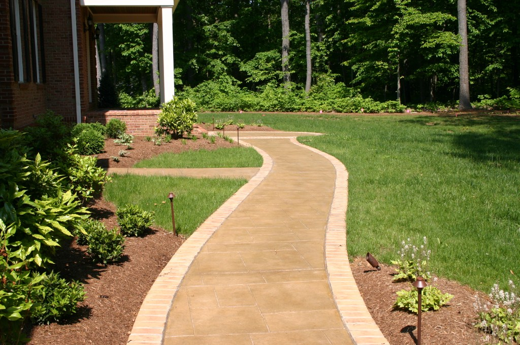 20.-Home-in-the-Woods-After-Front-Sidewalk-1.jpg?fit=1024%2C680&ssl=1