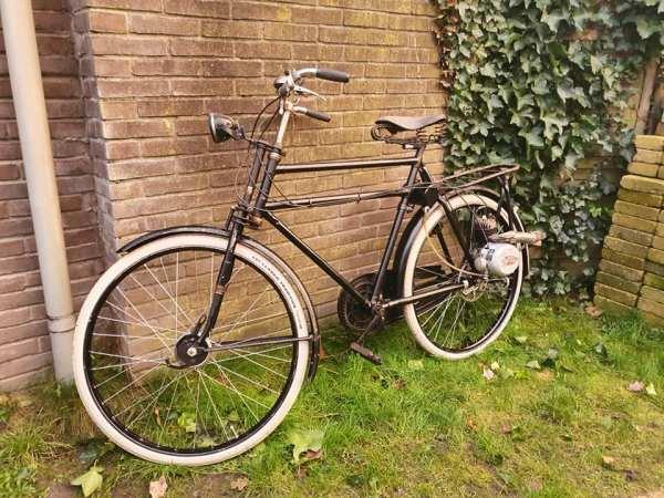 Gazelle fiets met Victoria hulpmotor met kenteken