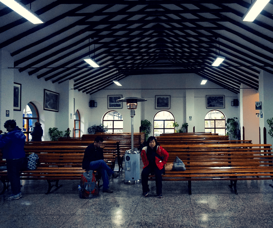 Benches inside the Poroy train station