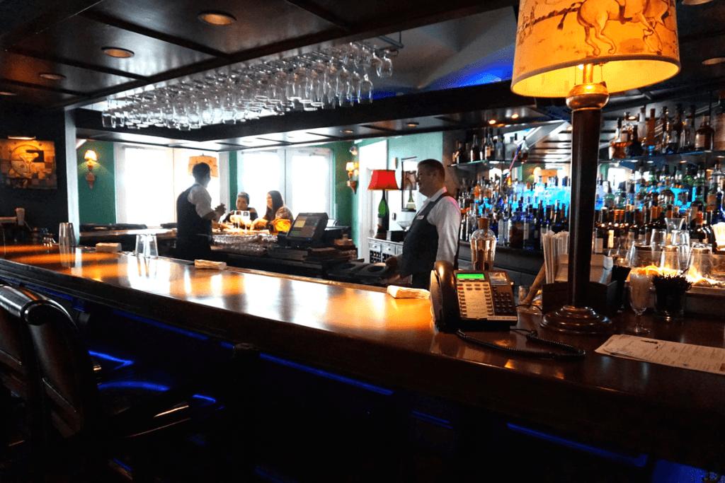 Polo Restaurant bar