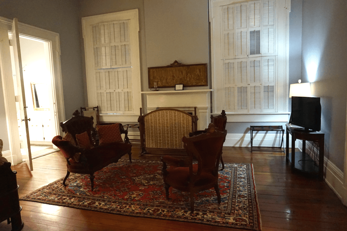 Vicksburg MS Bu0026Bs Have Antique Furniture Like These