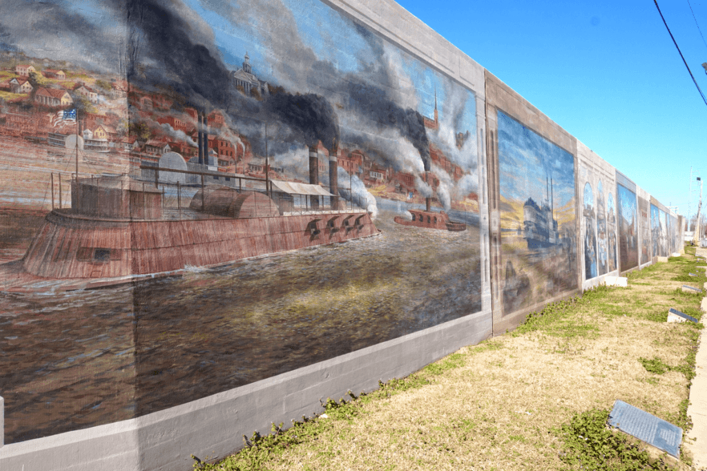 There are over 30 murals depicting the history of Vicksburg
