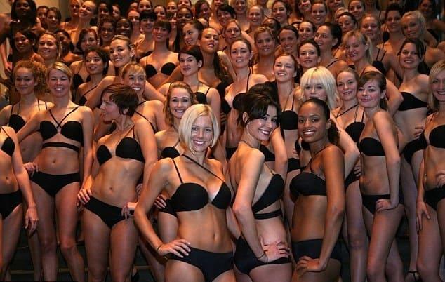 Cele 250 de femei selectate au pozat pentru o ședință foto.