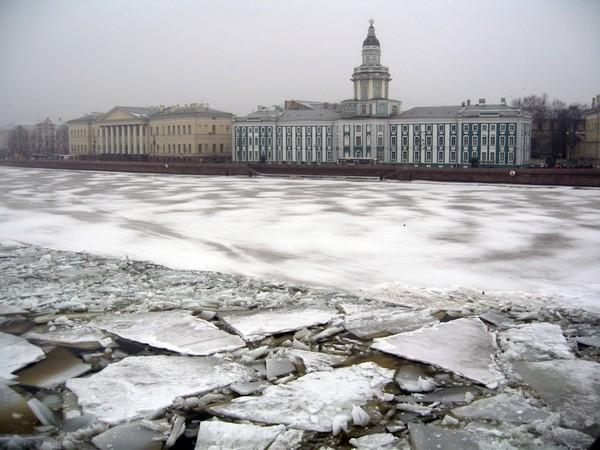 Санкт-Петербург, вид на Кунсткамеру в зимний период