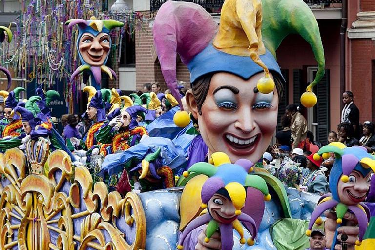 Шествие карнавала Марди Гра в Новом Орлеане