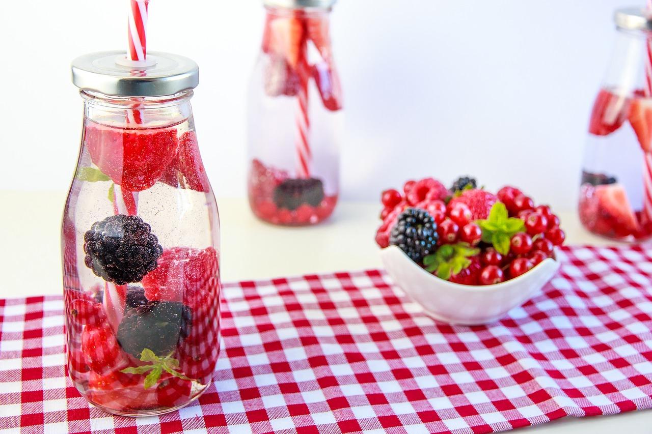Натуральная вода с фруктами