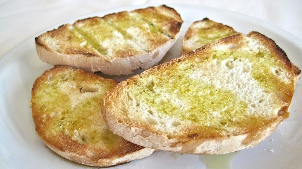Брускетта - кусок подсушенного либо засохшего хлеба