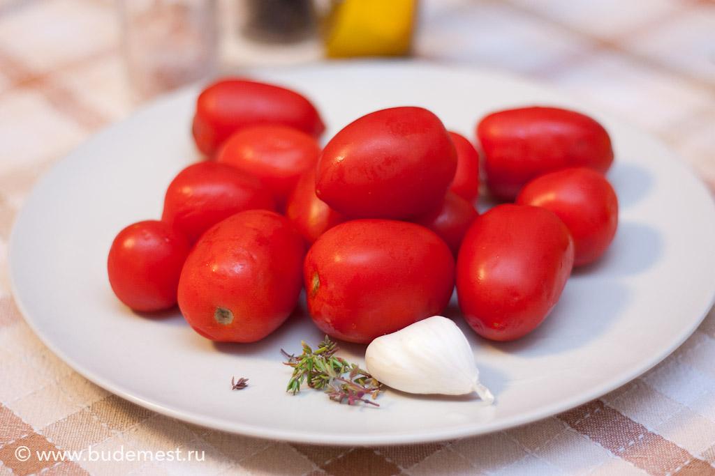 Для приготовления томатов конфи лучше брать сорта небольших размеров