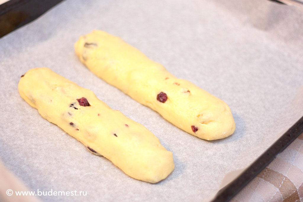 Получившееся тесто разделите на две одинаковые части