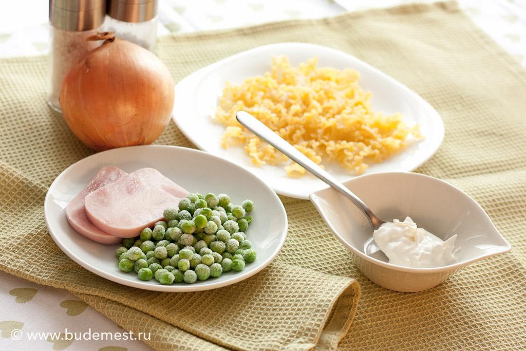 Ингредиенты для приготовления сливочной пасты с горошком и ветчиной