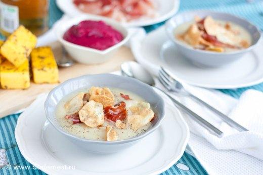 Суп-пюре из топинамбура с чипсами и шпеком