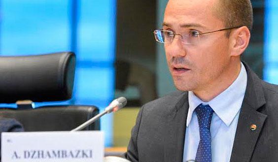 Джамбазки: Държавата ни се разпада и Борисов е наясно с това; 10 ромски клана са си разпределили България...