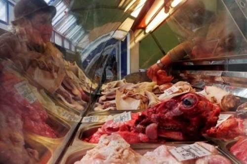 20-годишни мръвки, прани в химикали заляха хипермаркетите! Вижте с какво ни трови ЕС