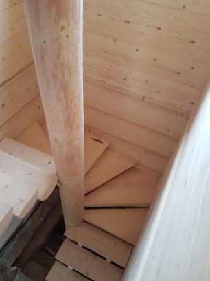 Schody zawijane z drewna