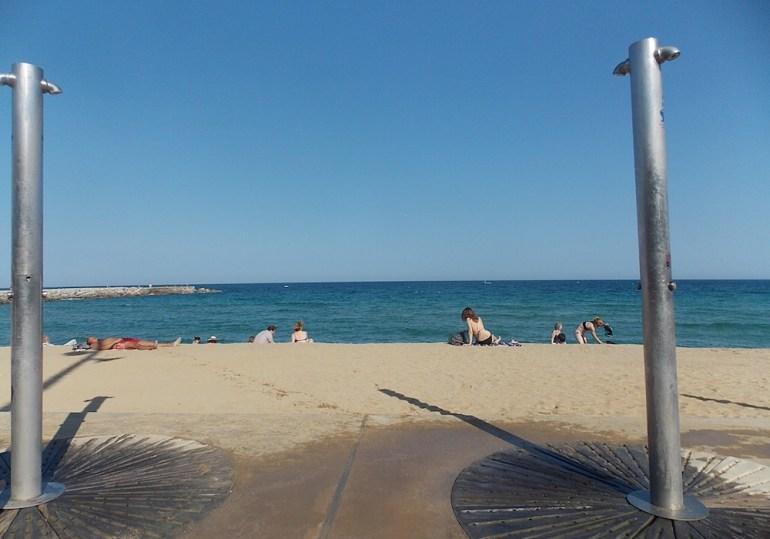 praias barcelona chuveiro